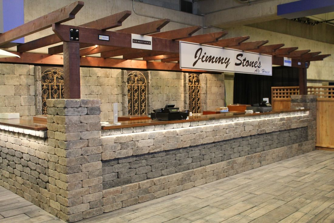 068-Quarry stone Bar and Bridgewood pavers